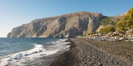 Stranden vid Santorini Kastelli Resort på Santorini, Grekland.