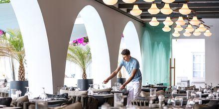 Restaurang på Santorini Kastelli Resort på Santorini, Grekland.