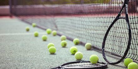 Tennis på Santorini Kastelli Resort på Santorini, Grekland.