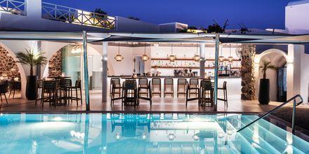 Poolbar på Santorini Kastelli Resort på Santorini, Grekland.