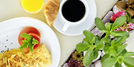 Frukost på hotell Santorini Palace i Grekland.
