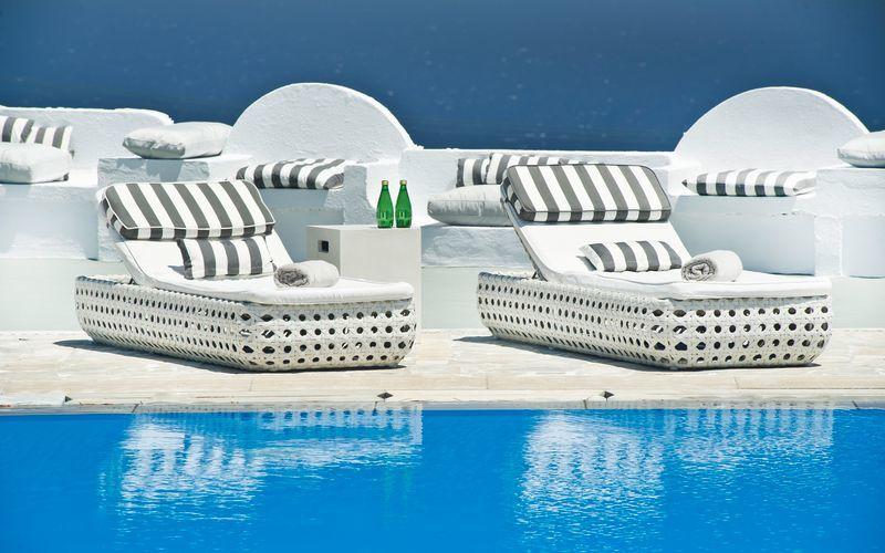 Poolen på hotell Santorini Palace i Grekland.
