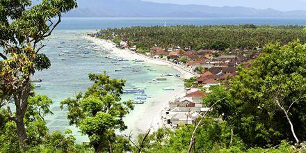 Den oförstörda lilla ön Lembongan ligger nära Sanur och nås på en halvtimme.