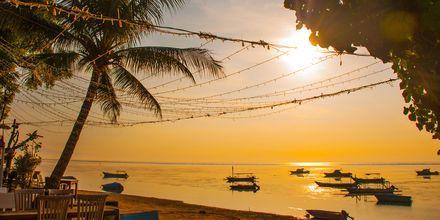 Solnedgång från restaurang i Sanur på Bali.