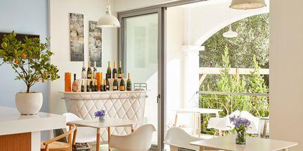 Reception och lounge på hotell Sappho i Parga.