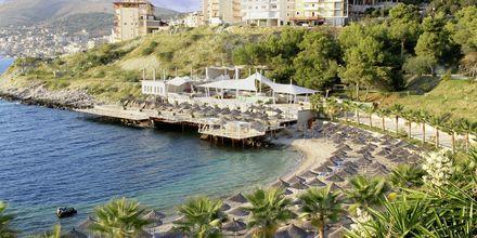 Stranden nedanför hotellet Santa Quaranta.