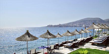 Många av Apollos hotell i Saranda ligger precis vid havet, till exempel hotell Barracuda.