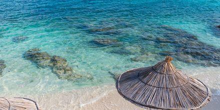 Stranden Ksamil i Albanien är känd för sin fina sand och kristallklara vatten.