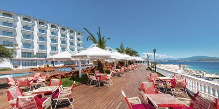 Poolområde på hotell Saranda Palace i Albanien.
