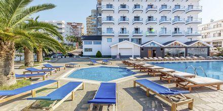 Poolområdet på hotell Saranda Palace i Albanien.