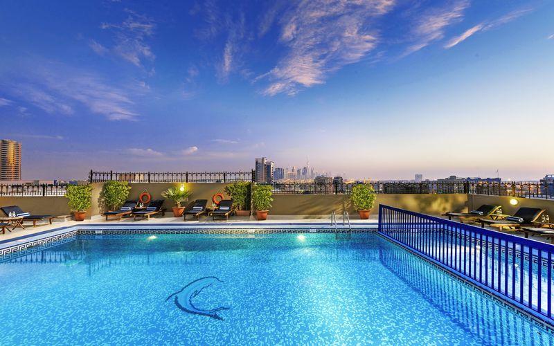 Poolen på hotell Savoy Central i Bur Dubai, Förenade Arabemiraten.
