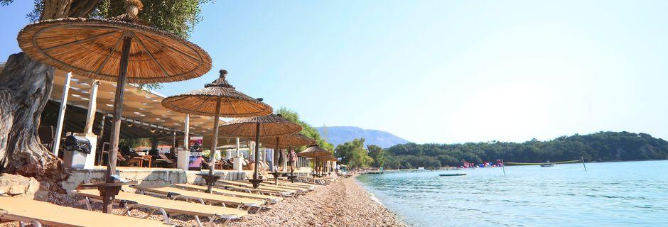 Stranden vid hotell Scheria Island på Korfu, Grekland.