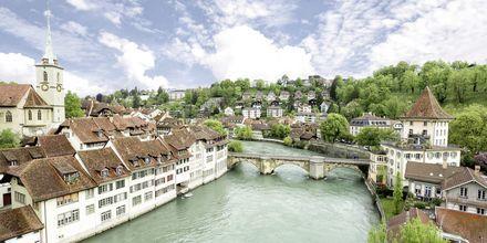 Aare är en flod i Schweiz som slingrar sig genom Bern.