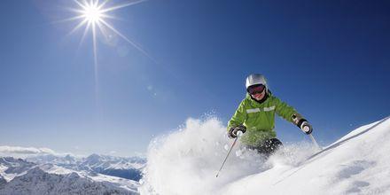 Åk på en skidweekend i Schweiz!