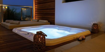 Deluxerum med jacuzzi på Sentido Port Royal Villas & Spa.