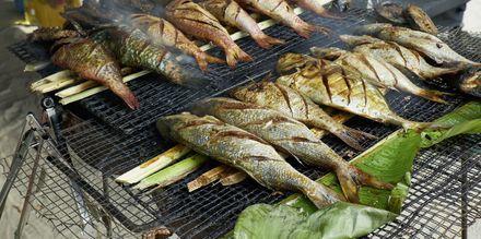 Maten på Seychellerna består i mångt och mycket av färsk fisk och skaldjur - ofta grillat och serverat med grönsaker eller frukt.