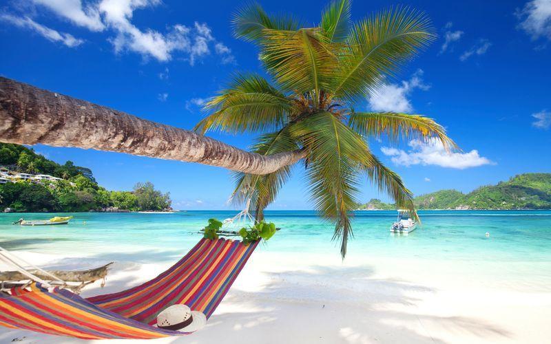 Avkoppling, sol och härliga bad står på schemat på semester på Seychellerna.