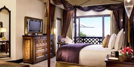 Deluxerum på hotell Sharq Village & Spa.