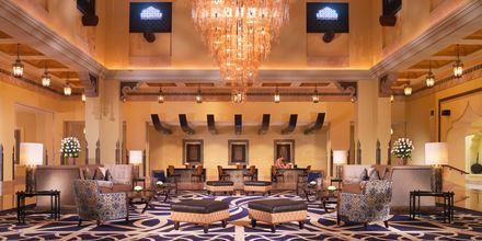 Lobby och reception på hotell Sharq Village & Spa i Doha.