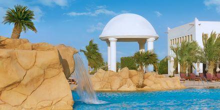 Fontän i stora poolen på hotell Sharq Village & Spa i Doha.
