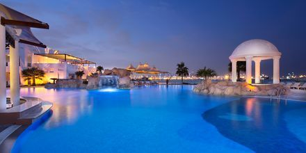 Poolområde på hotell Sharq Village & Spa i Doha, Qatar.