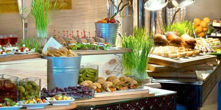 Bufférestaurangen på hotell Sharq Village & Spa.