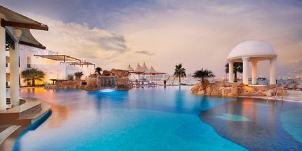Poolområdet på hotell Sharq Village & Spa i Doha, Qatar.