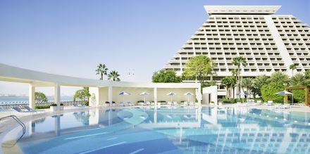 Pool på Sheraton Grand Doha Resort.