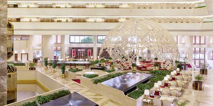 Lobby på Sheraton Grand Doha Resort.