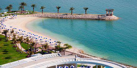 Sheraton Grand Doha Resort ligger vid Dohas längsta, naturliga strand.