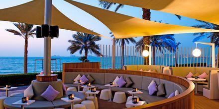 Loungebaren på hotell Sheraton Jumeirah Beach i Dubai.