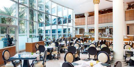 The Palm Garden Restaurant & Terrace på hotell Sheraton Jumeirah Beach Resort i Dubai, Förenade Arabemiraten.
