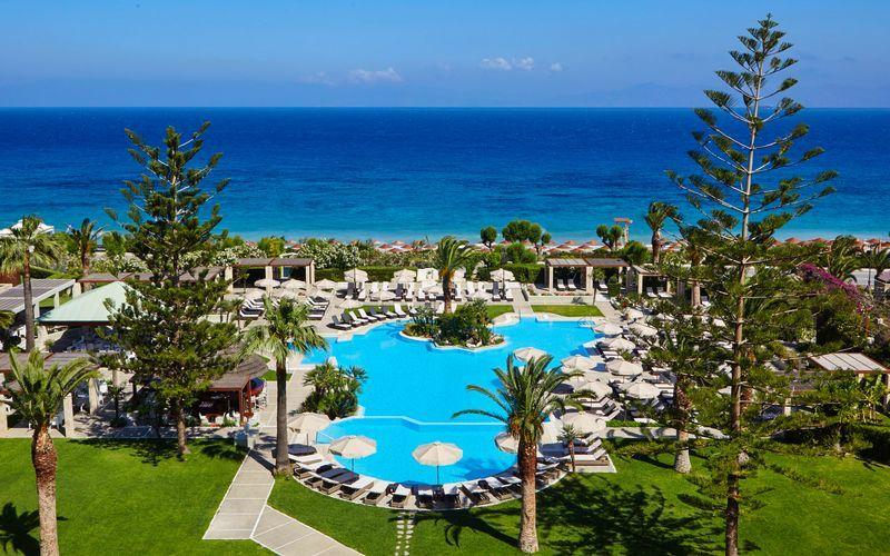 Poolområde på hotell Sheraton Rhodes Resort på Rhodos, Grekland.