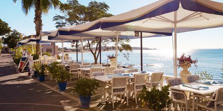 Restaurang vid vattnet i Turkiet.