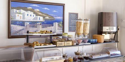 Frukostbuffé på Hotell Sigalas på Santorini, Grekland.
