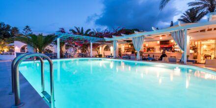 Pool på hotell Sigalas på Santorini, Grekland.