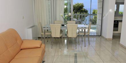 Fyrarumslägenhet på hotell Simic i Makarska, Kroatien.