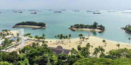 På ön Sentosa, utanför Singapores stadskärna, kan du bada och sola hela dagarna.