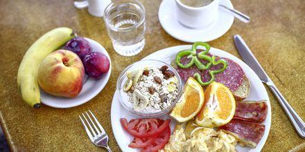 Frukost på hotell Sirene i Ixia på Rhodos.