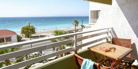 Balkong med havsutsikt på hotell Sirene i Ixia på Rhodos.