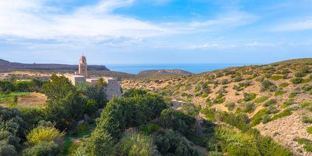 Åk på utflykt till Toplouklostret som härstammar från tidigt 1500-tal.
