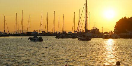 Solnedgång över Sivota i Grekland.