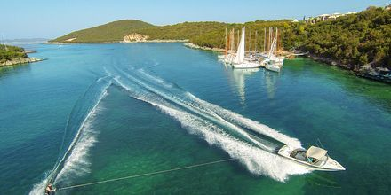 Vattensport i Sivota i Grekland.