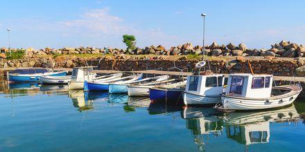 Småbåtshamnen i Båstad bjuder på somriga vyer.