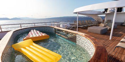 Skärgårdskryssning med M/S Bella tar dig till Kroatiens vackra öar och hamnstäder.