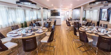 Restaurangen ombord på M/S Desire serverar frukost och lunch varje dag.