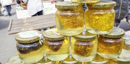 Här kan du köpa med dig lokalproducerad honung.