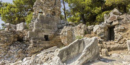 Här kan du strosa runt och beundra alla antika ruiner, som den tusenåriga marmorporten eller den romerska teatern.