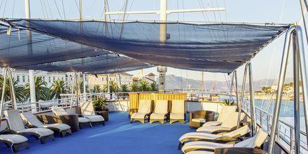 Alla båtar ett ett stort soldäck med gott om solstolar. Flera av båtarna har även små pooler eller jacuzzi.