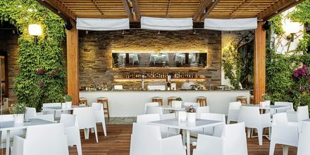 Poolbar på hotell Skiathos Palace, Grekland.